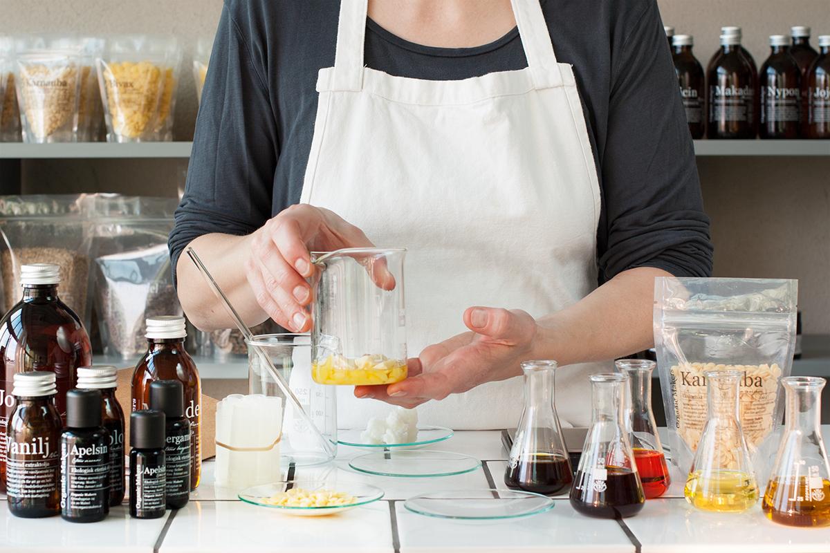 DIY Ekologiskt läppcerat, med väldoftande vaniljolja och veganskt med ringblomsolja