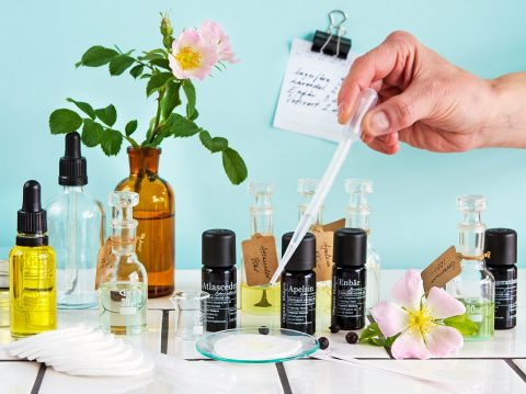 Komponera din egen doft med eteriska oljor - organicmakers.se