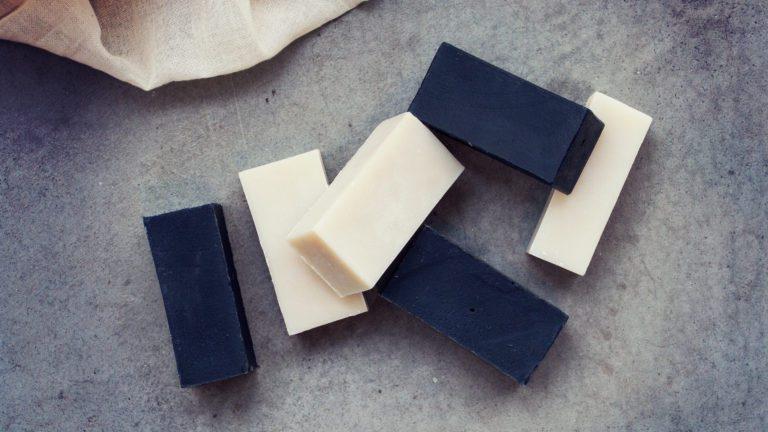 DIY tvål med aktivt kol och kaolin