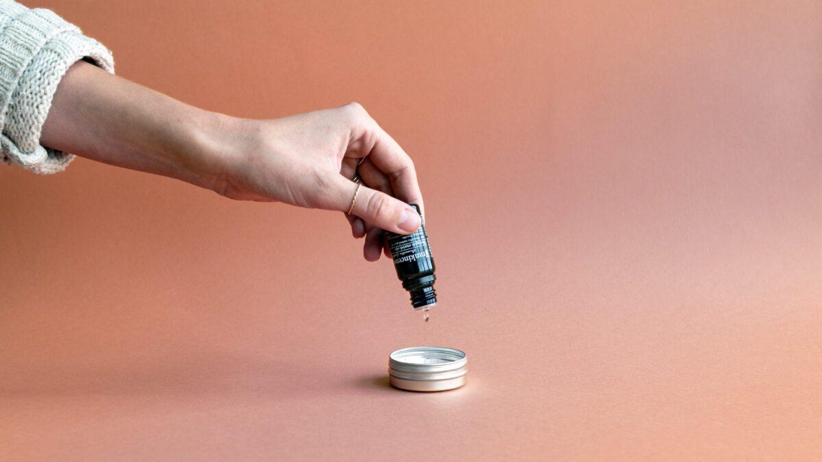 Eteriska oljor för naturlig parfym doftsättning och aromaterapi - organicmakers.se